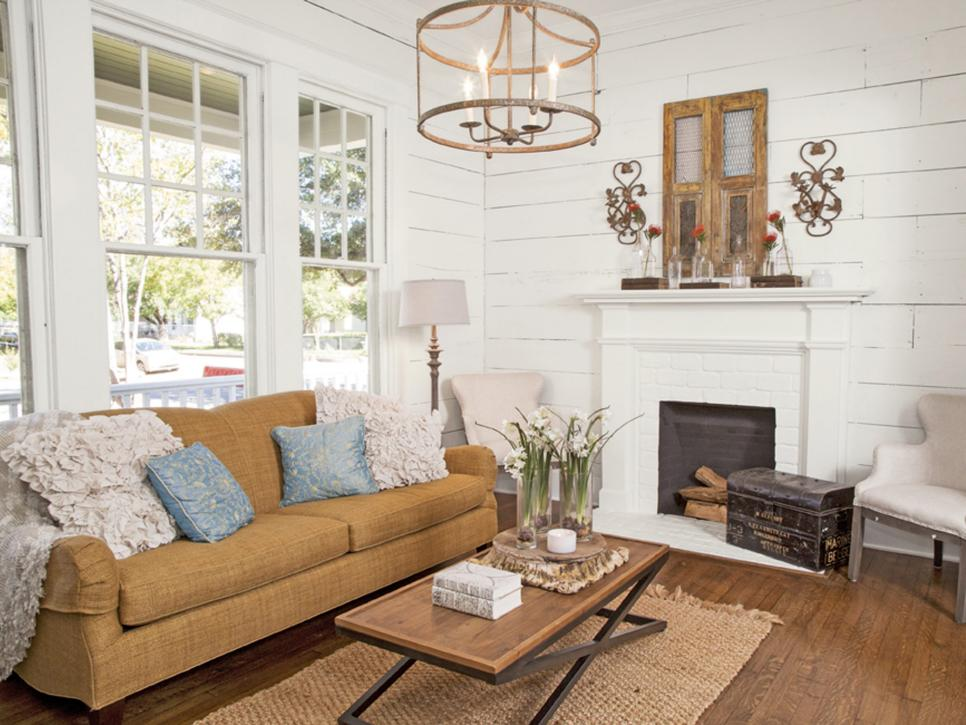Fixer Upper Season 1 Episode 1 Sitting Room