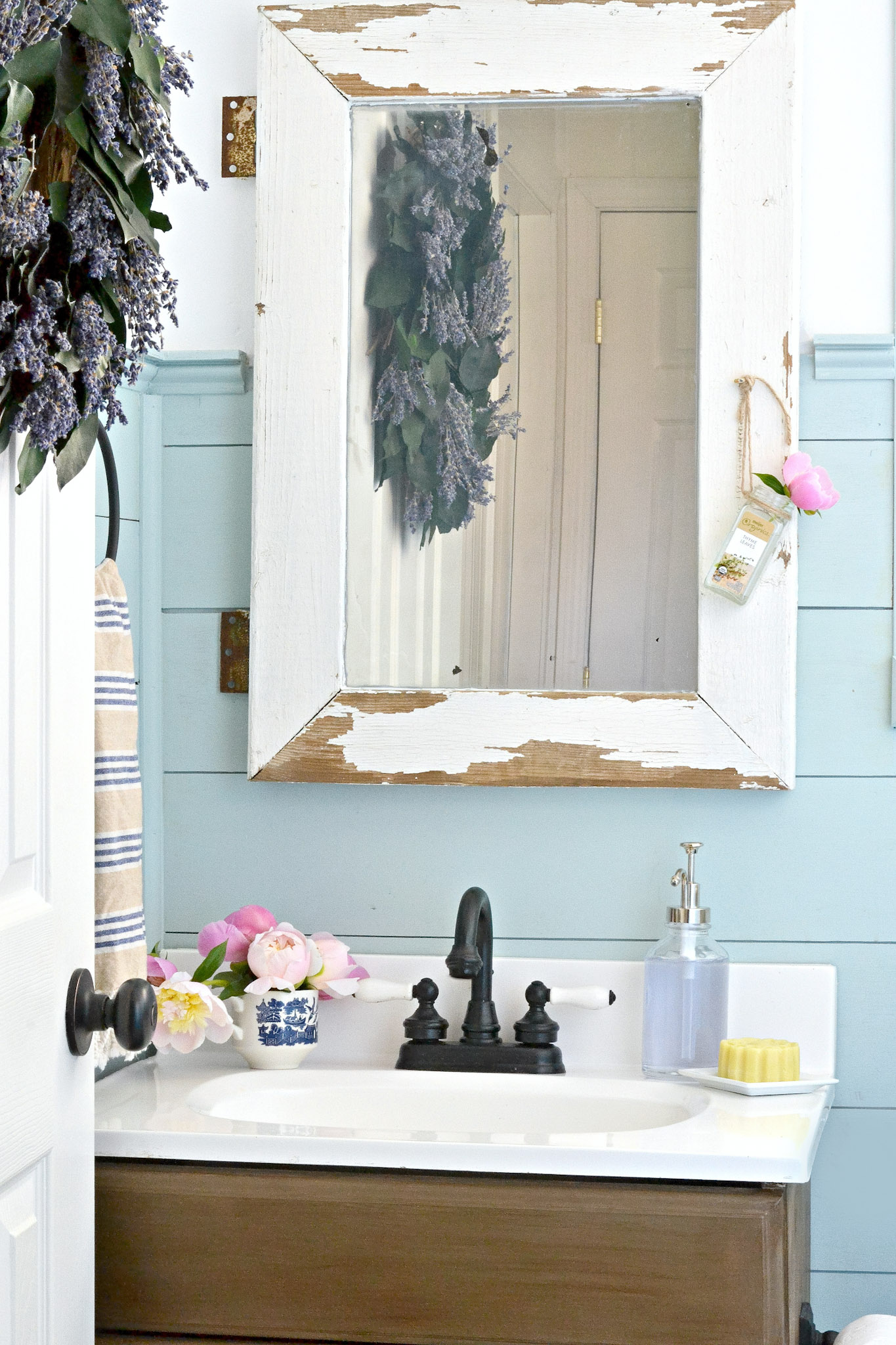 Painted Faucet Tutorial. Learn how to give your bathroom faucet an amazing makeover in 20 minutes without removing it!