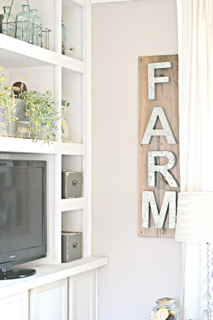 Easy farmhouse wall decor. Metal Letter sign is 5 minutes!