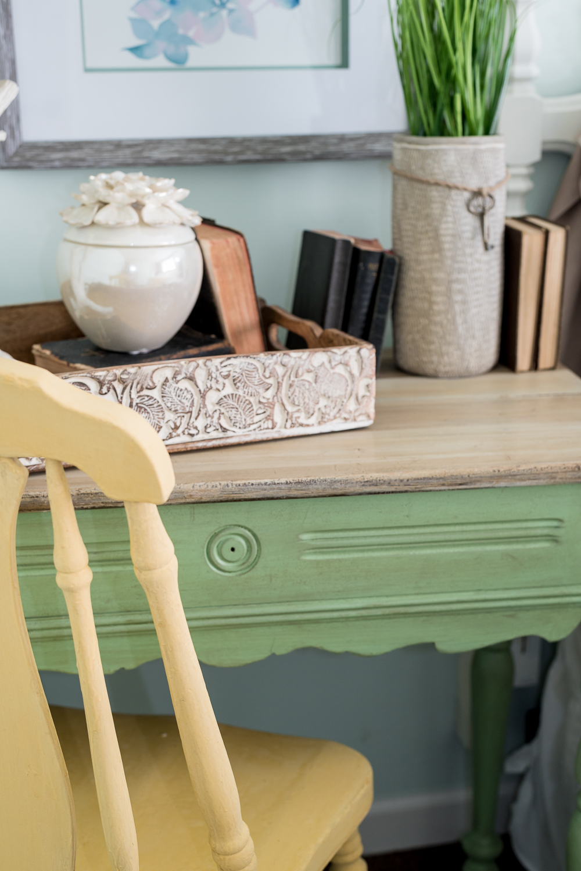 nature-inspired-bedroom-pallet-molding-10