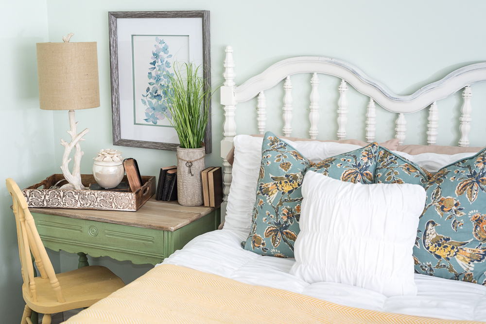 nature-inspired-bedroom-pallet-molding-5