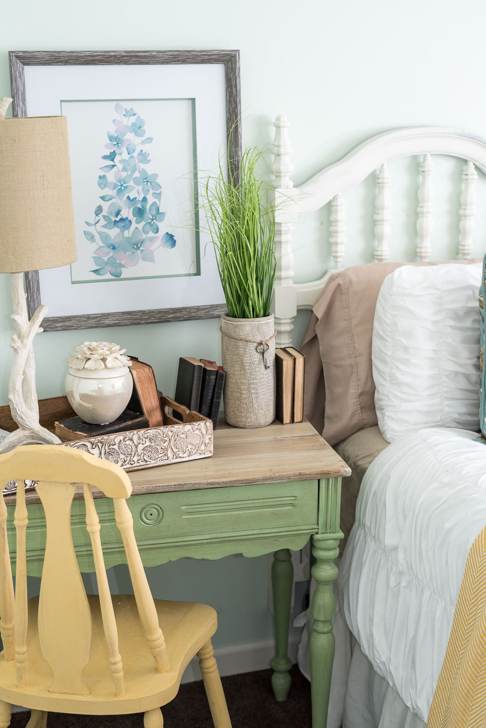 nature-inspired-bedroom-pallet-molding-6