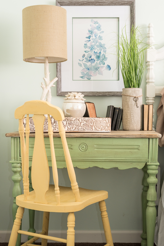 nature-inspired-bedroom-pallet-molding-8