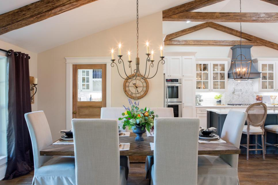 Fixer upper lighting for your home the weathered fox for Fixer upper dining room ideas