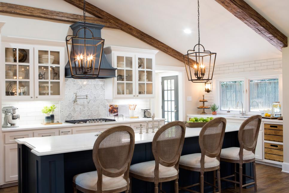 Fixer upper season 4 episode 1 kitchen and dining the for Does the furniture stay on fixer upper