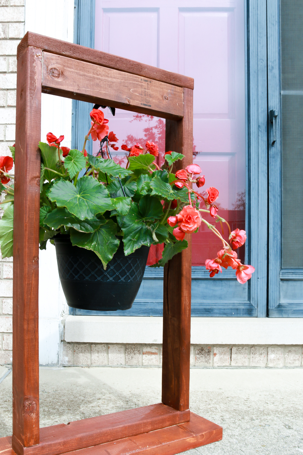 DIY Hanging Plant Stand for Outdoor Decorating-1