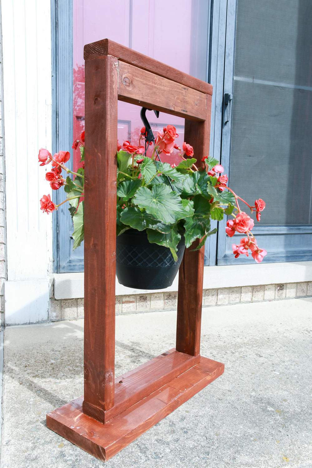 DIY Hanging Plant Stand for Outdoor Decorating-3