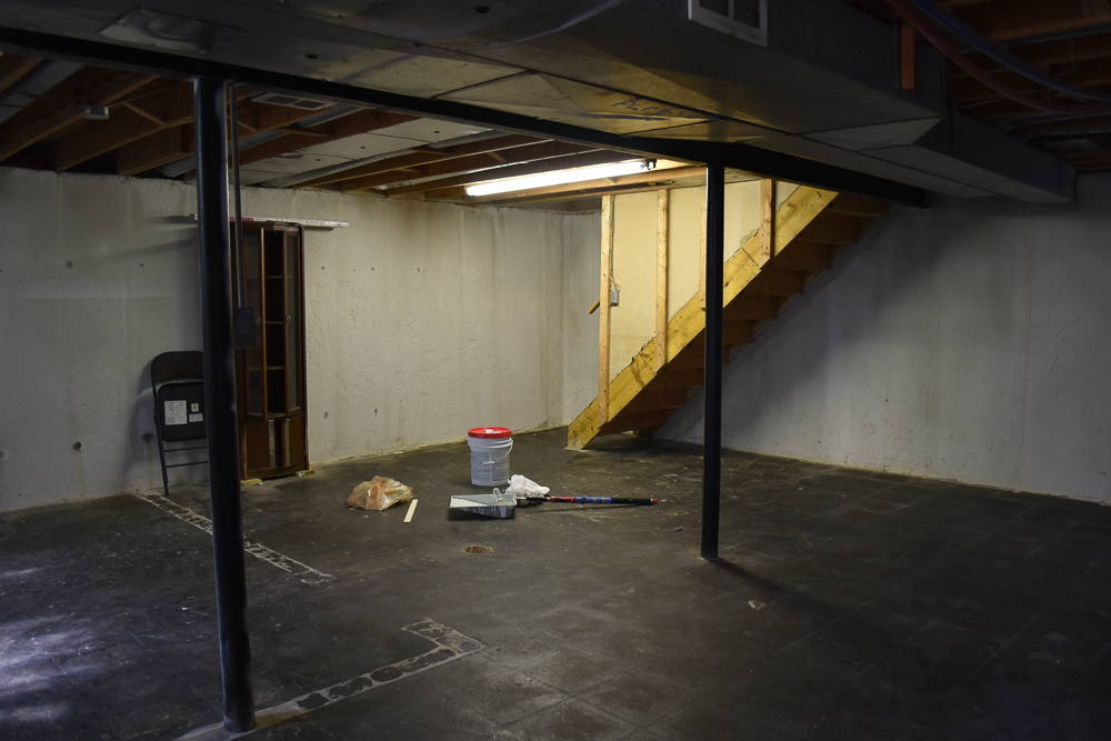 How to paint a basement 28 images steps for easy painting basement floors homesfeed how to - One level house plans with basement paint ...