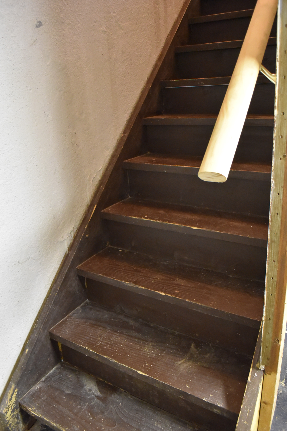 How to paint basement stairs. Get a simple farmhouse look from old stairs with a few steps and this easy tutorial
