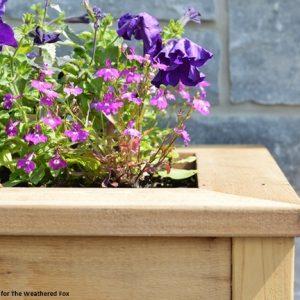 DIY-outdoor-cedar-planter
