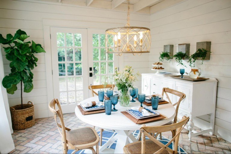 Fixer upper inspired patriotic tablescape for any indoor or outdoor party!