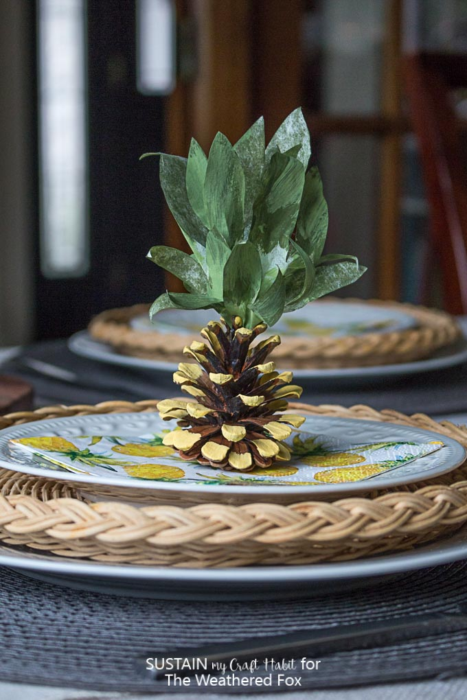 Pineapple party decorations diy pine cone pineapples for Ananas dekoration
