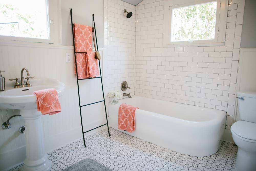 Fixer upper season 1 episode 12 bathroom the weathered fox - Fixer upper long narrow bathroom ...