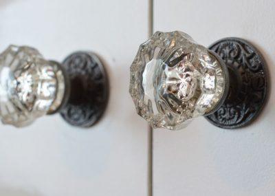 DIY closet pulls from vintage glass doorknobs