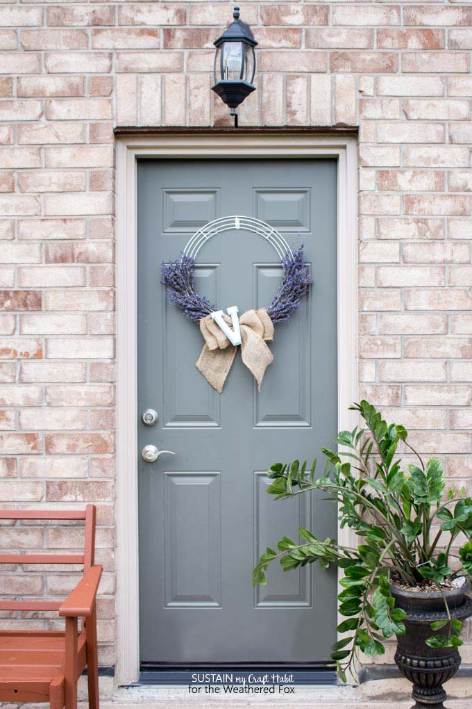 DIY lavender wreath tutorial. Farmhouse inspired lavender, burlap and mongram wreath.