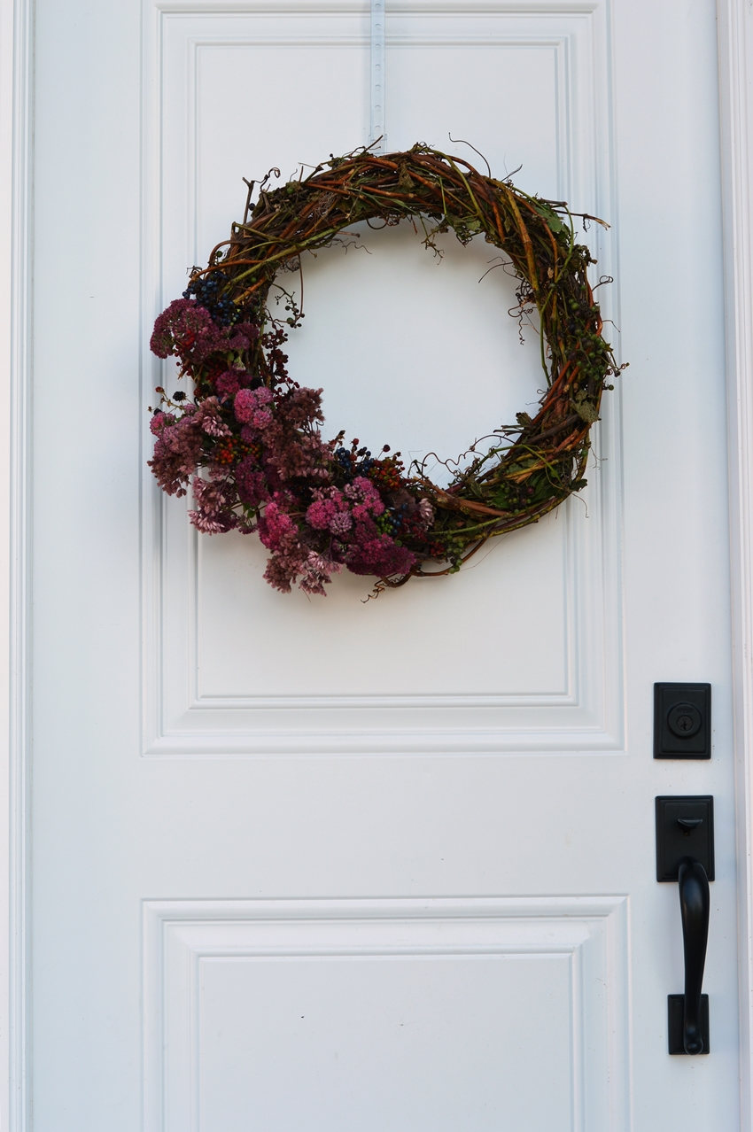 DIY grapevine wreath. Easy and inexpensive fall wreath