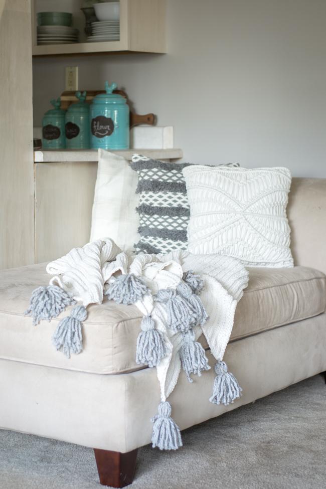 DIY No Sew Tassel Blanket