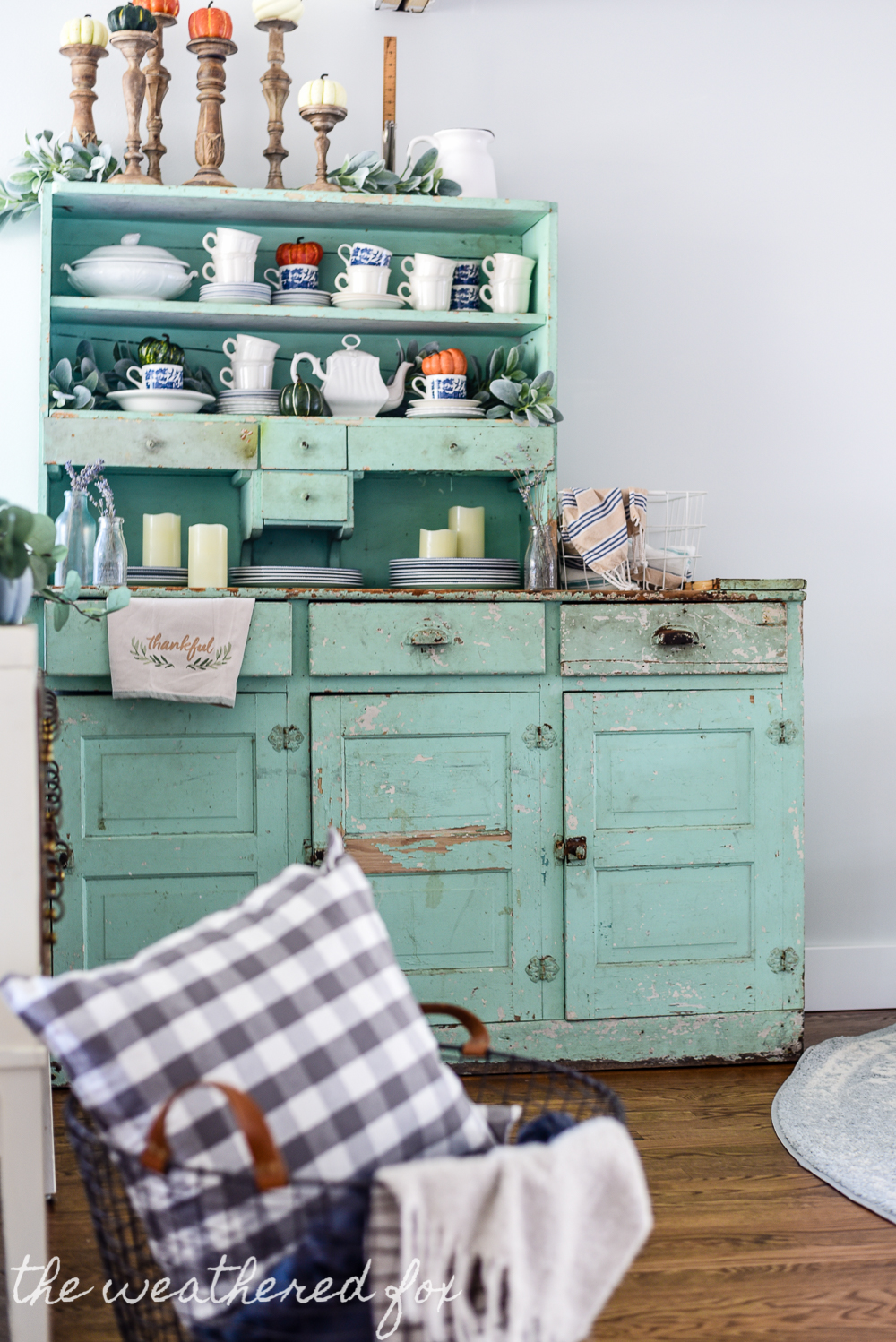 Breakfast nook Fall Farmhouse Tour 2017-21 - The Weathered Fox