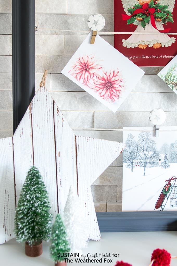 Farmhouse style Christmas greeting card display and mantel ideas. Decorative DIY photo clips. #decoupage #photodisplay #farmhouseChristmas