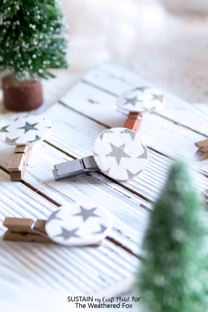 Make these adorable DIY photo clips for your Christmas card display or family photos. Crafts with wood circles. Christmas mantel greeting card display.