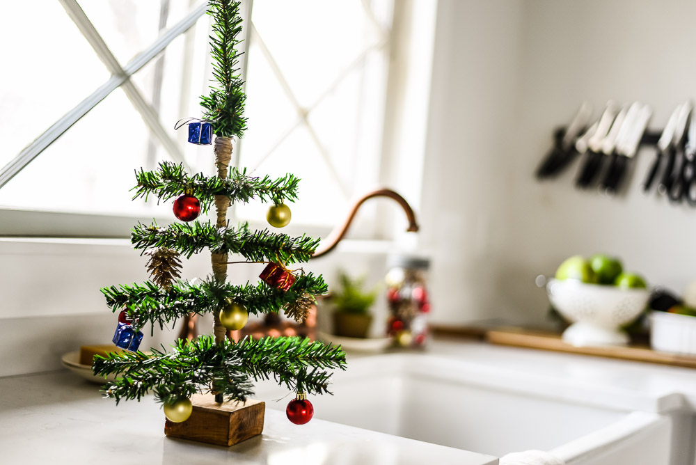 DIY Mini Tabletop Christmas Tree