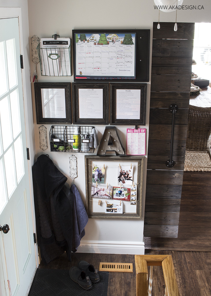 14 Farmhouse Style Entryway Command Centers The