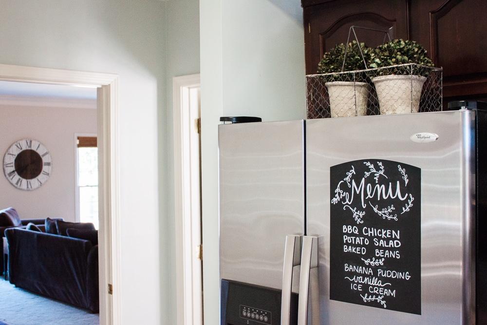 Free SVG Printable Chalkboard Menu using chalkboard vinyl and a cricut or silhouette machine. Free SVG file! Free cut file! Meal plan menu, chalkboard menu.