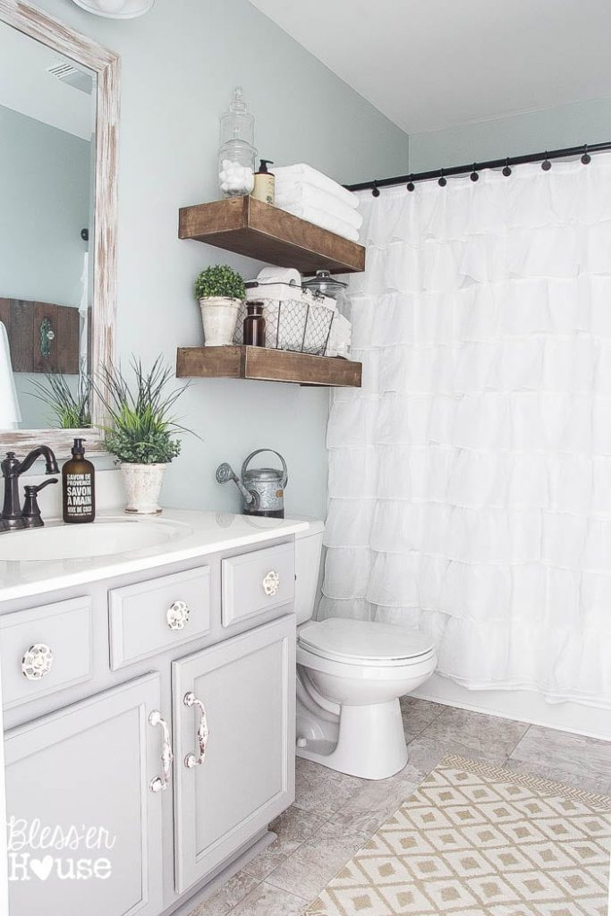 Get you bathroom organized once and for all with this ultimate list of bathroom organization ideas! These bathroom organization hacks will give you great ideas for organizing under the sink and for storage. They'll work great whether your bathroom is big or small!