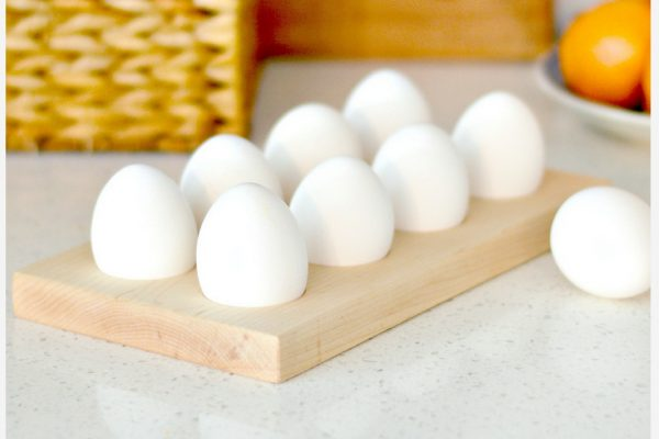 Decorate for Easter in Minutes with this Simple Vintage Egg Stand Tutorial