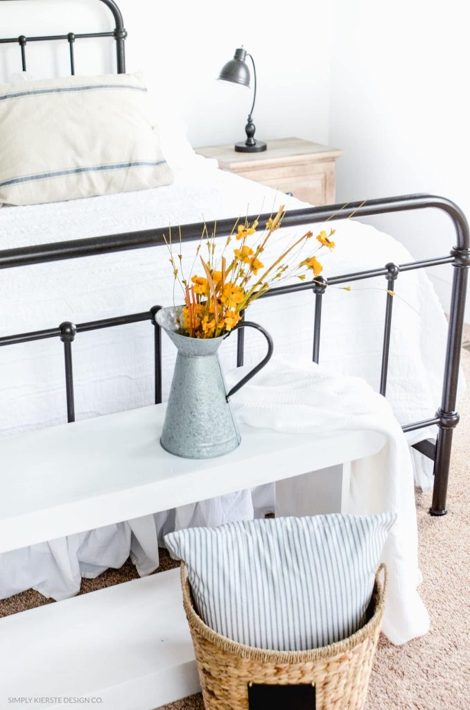 Stop here for the ultimate list of farmhouse bedroom ideas! These farmhouse bedrooms will inspire you with their wall decor, bedding and tips and help you as you create your own beautiful farmhouse bedroom!